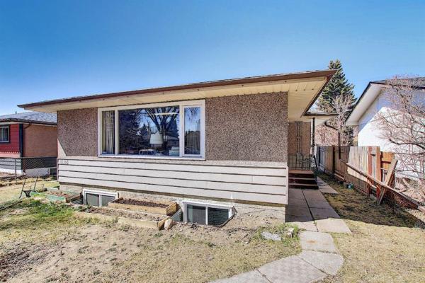 2405 Pinewood Drive SE, Calgary