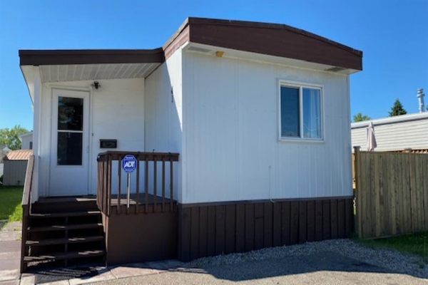 649 Main Street NW, Airdrie