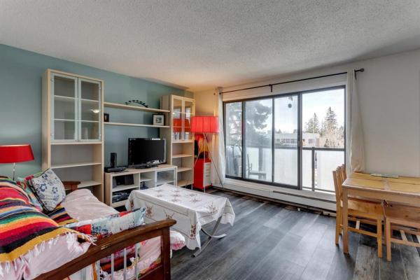 2722 17 Avenue SW, Calgary