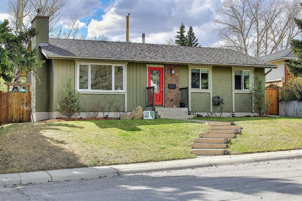 207 Silver Mead Crescent NW, Calgary