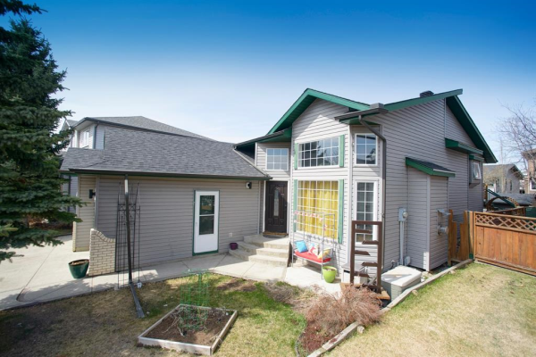 318 Meadowbrook Bay SE, Airdrie