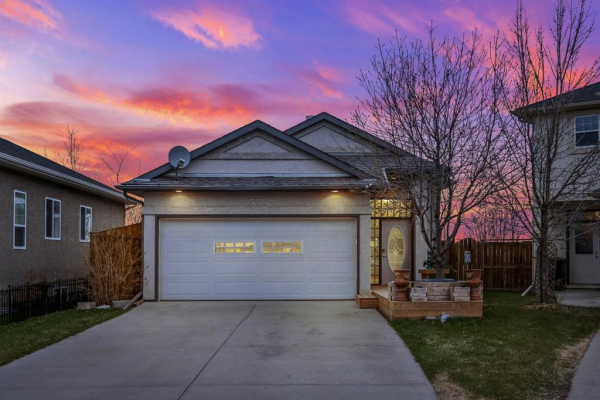 555 East Lakeview Place, Chestermere