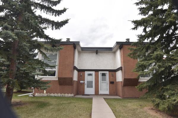 217 Pinemont Road NE, Calgary