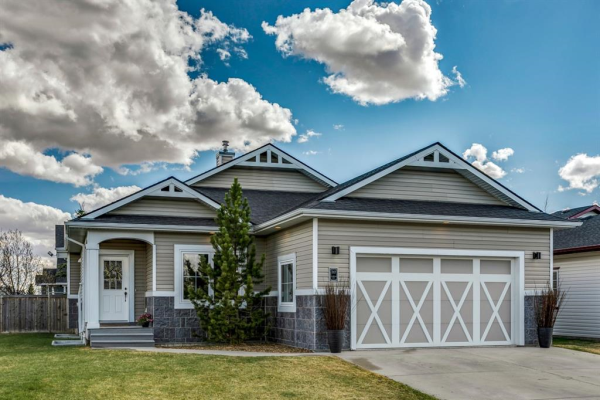 717 Stonehaven Drive, Carstairs