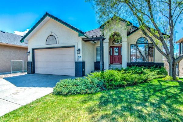 415 Lakeside Greens Court, Chestermere