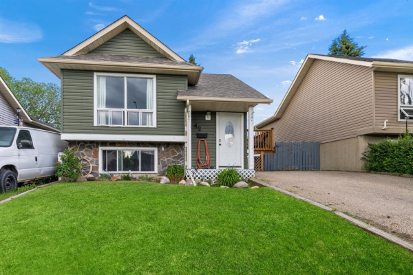 42 Emberdale Way SE, Airdrie