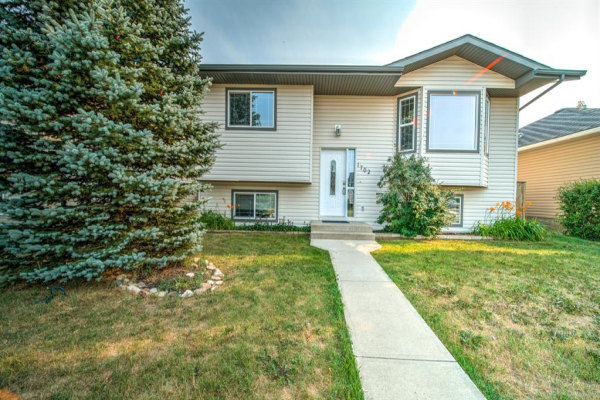 1702 STRATHCONA Place, Strathmore