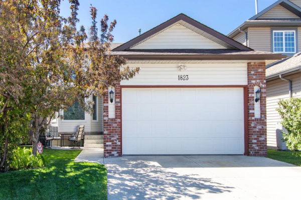 1823 Meadowbrook Gate SE, Airdrie