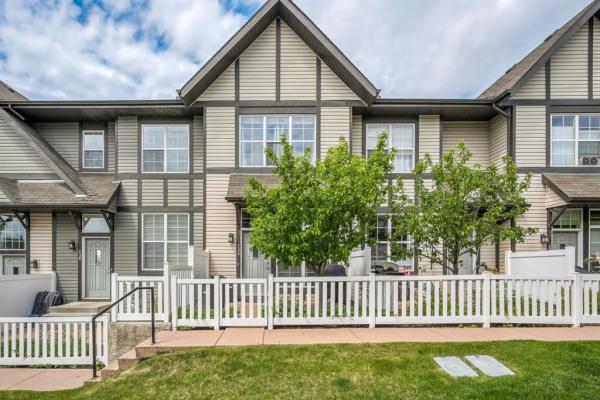 134 NEW BRIGHTON Villas SE, Calgary