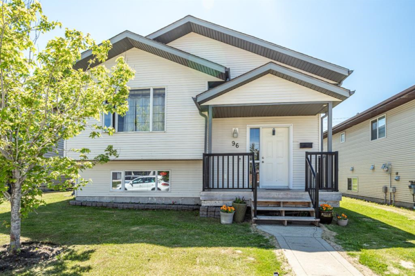 96 Iverson Close, Red Deer