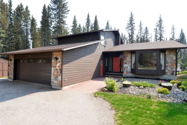 10 Wolf Crescent, Rural Rocky View County
