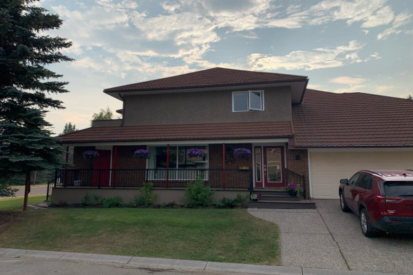 256 Woodhaven Place SW, Calgary
