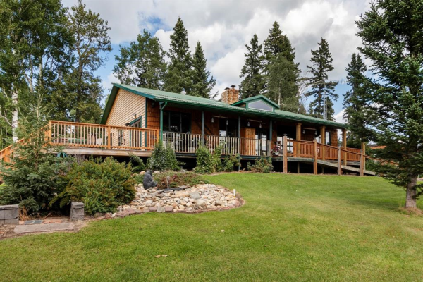7263 Highway 584, Rural Mountain View County