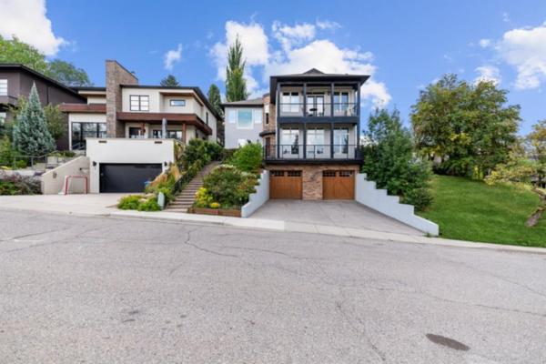 2 Hawthorne Crescent NW, Calgary