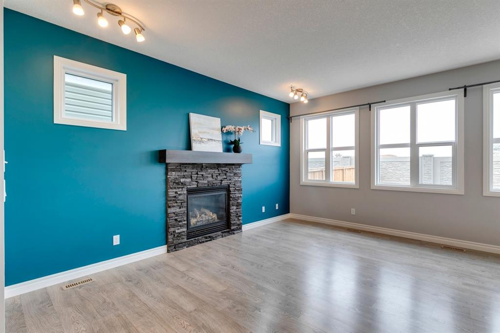 411 Hillcrest Circle SW, Airdrie