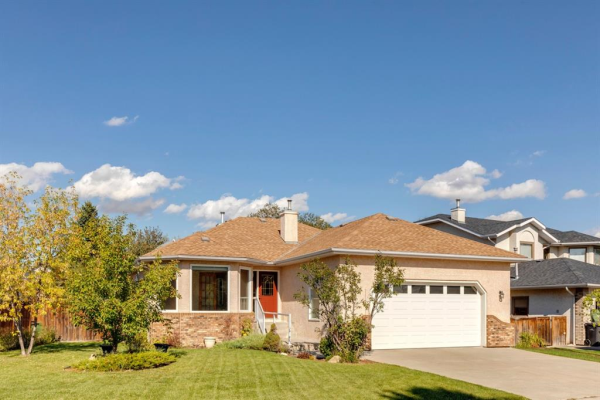 212 Lakeside Greens Crescent, Chestermere