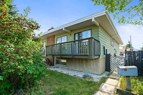 233 Silver Mead Close NW, Calgary