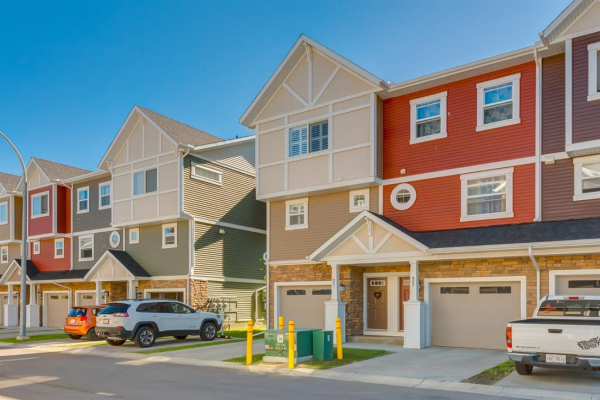 1225 Kings Heights Way SE, Airdrie