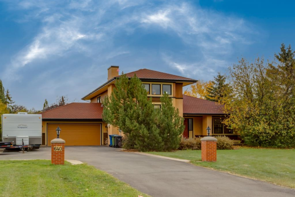 640 East Chestermere Drive, Chestermere
