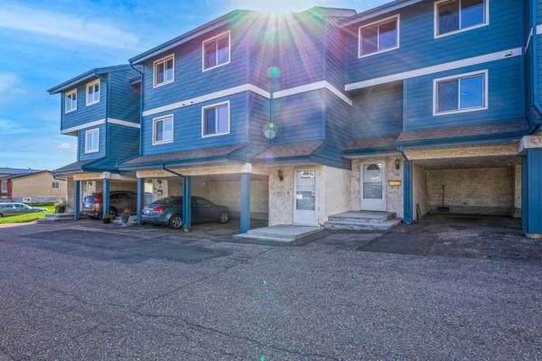 919 38 Street NE, Calgary