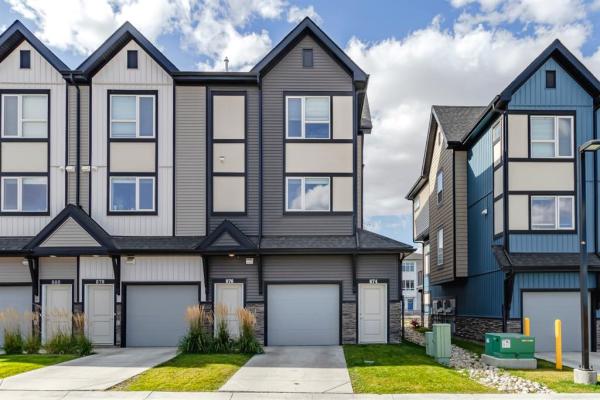876 Belmont Drive SW, Calgary