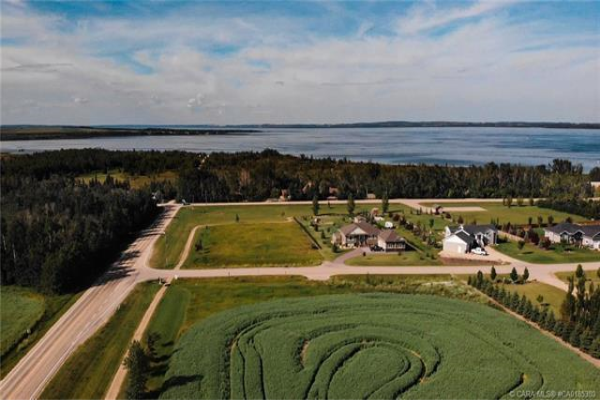 4 Lakeview Estate, Rural Lacombe County