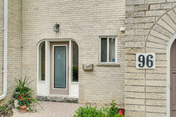 96 Crimson Millway, Toronto