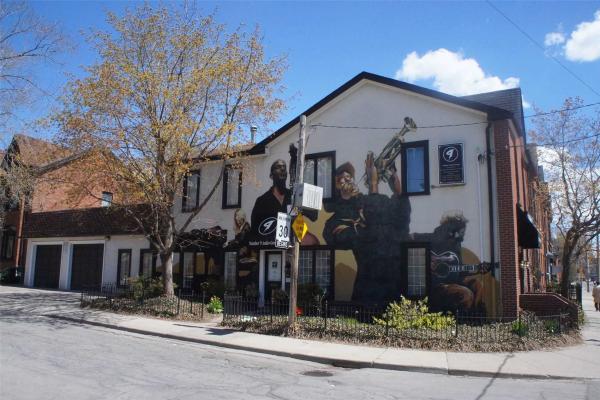 222 Gerrard St, Toronto