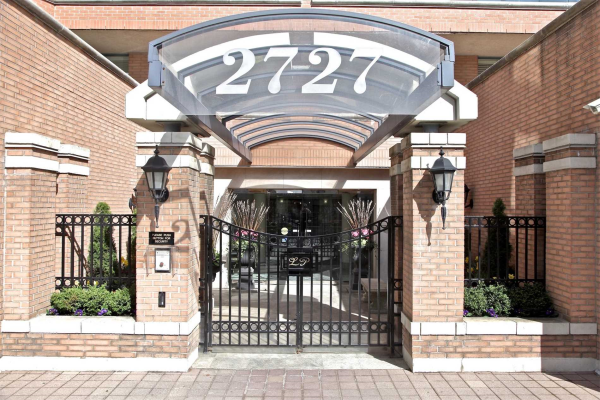 2727 Yonge St, Toronto