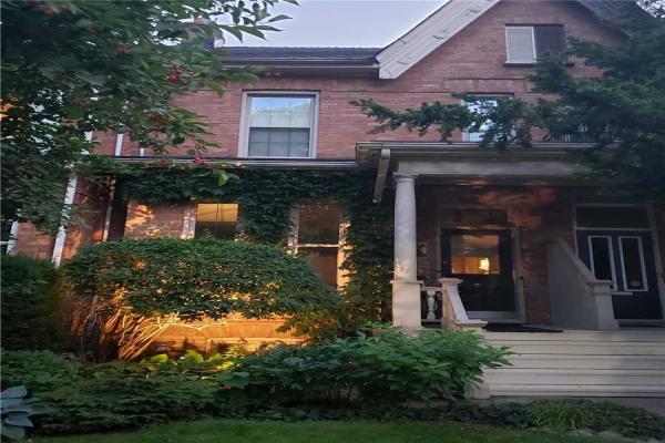 342 Sackville St, Toronto