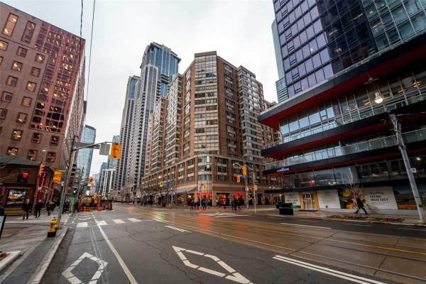 711 Bay St, Toronto
