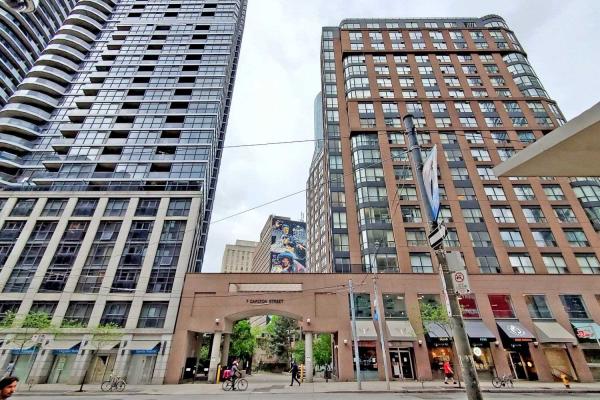 7 Carlton St, Toronto