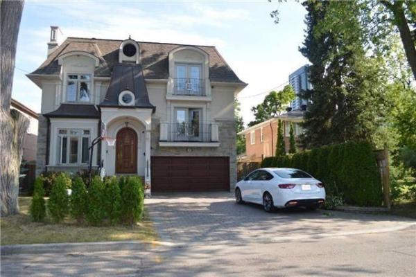 105 Hollywood Ave, Toronto