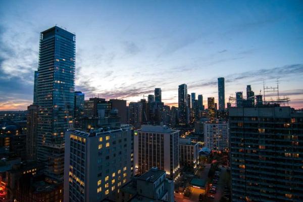 25 Carlton St, Toronto