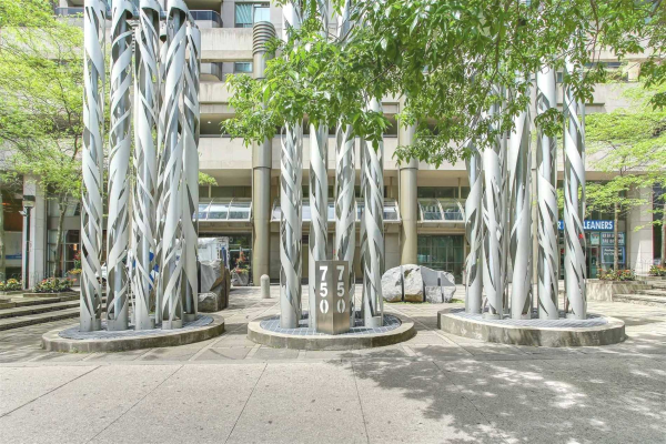 750 Bay St, Toronto