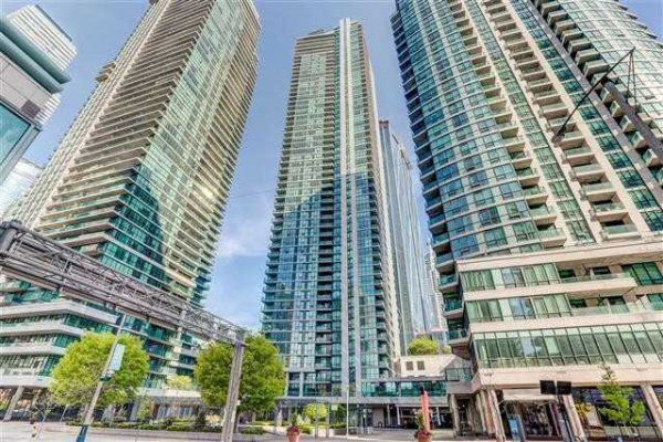 16 Harbour St, Toronto