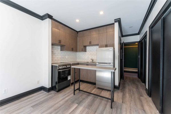 54 Kensington Ave, Toronto