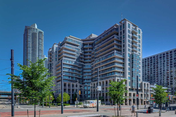 410 Queens Quay Blvd W