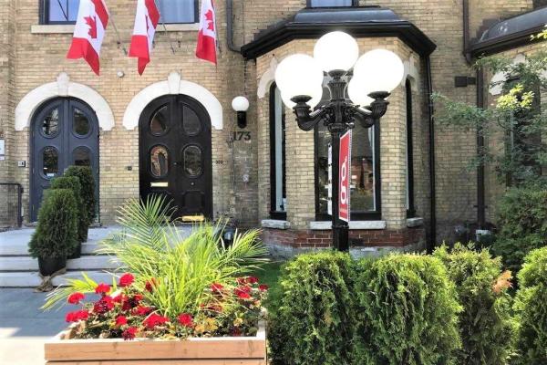 173 Carlton St, Toronto