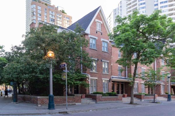 52 St Nicholas St, Toronto