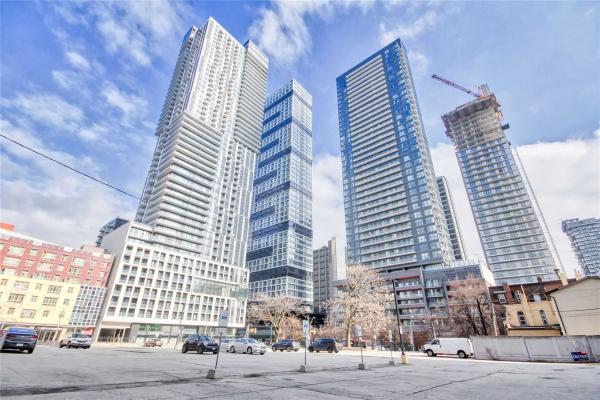200 Dundas St E, Toronto