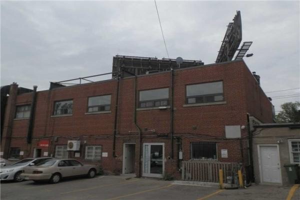 3323 Bathurst St, Toronto