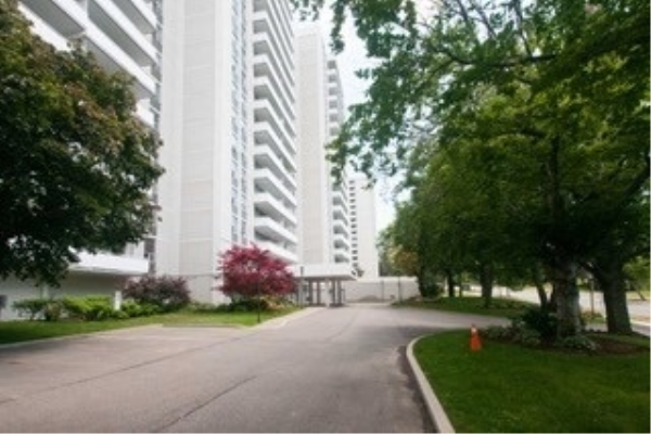 10 Parkway Forest Dr, Toronto
