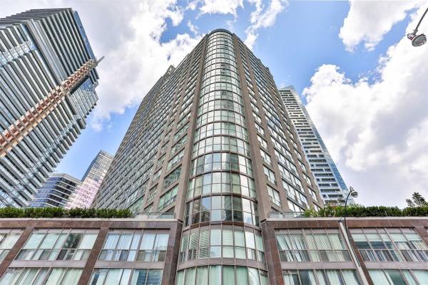24 Wellesley W St, Toronto