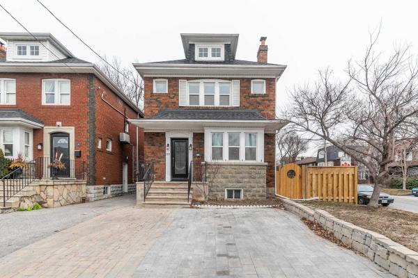 136 Lawrence Ave E, Toronto