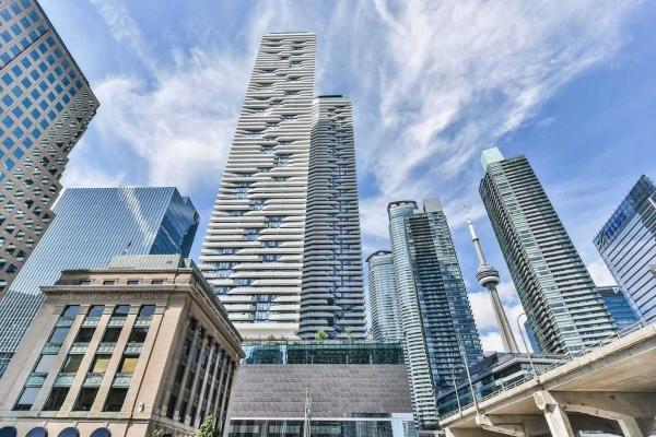 100 Harbour St, Toronto