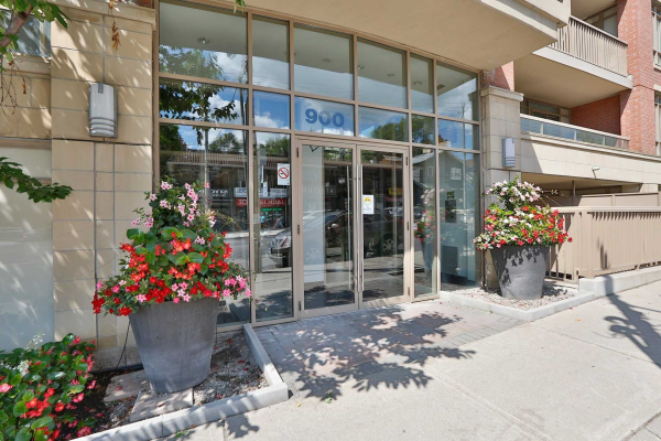 900 Mount Pleasant Rd, Toronto
