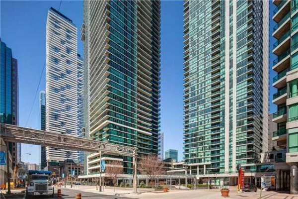 18 Harbour St, Toronto