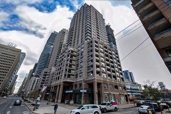 909 Bay St, Toronto