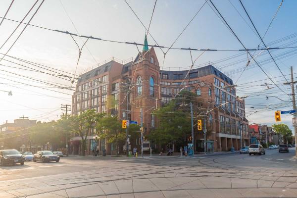 456 College St, Toronto